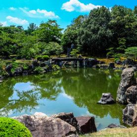Etang dans un jardin japonais