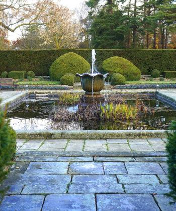 Bassin dans un jardin à la française